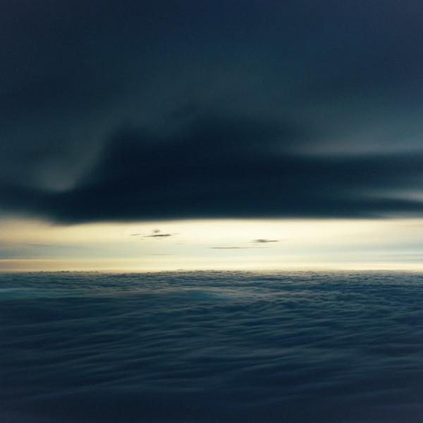 山内悠が標高3000メートルの富士山の山小屋で600日間滞在し撮り続けた息を飲むほど美しい夜明けの写真「夜明け-DAWN-」21