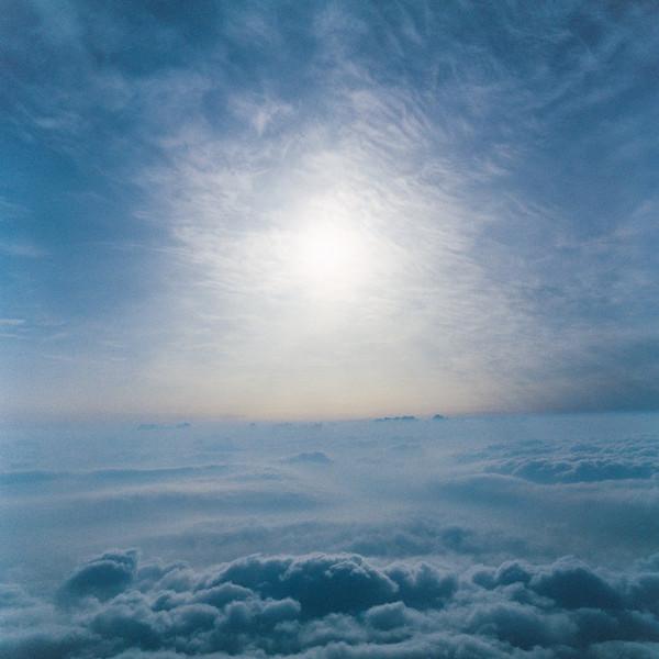 山内悠が標高3000メートルの富士山の山小屋で600日間滞在し撮り続けた息を飲むほど美しい夜明けの写真「夜明け-DAWN-」17