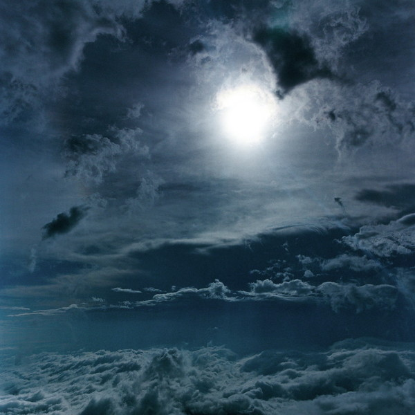 山内悠が標高3000メートルの富士山の山小屋で600日間滞在し撮り続けた息を飲むほど美しい夜明けの写真「夜明け-DAWN-」20