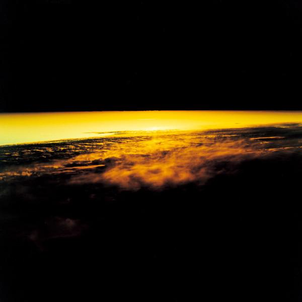 山内悠が標高3000メートルの富士山の山小屋で600日間滞在し撮り続けた息を飲むほど美しい夜明けの写真「夜明け-DAWN-」24