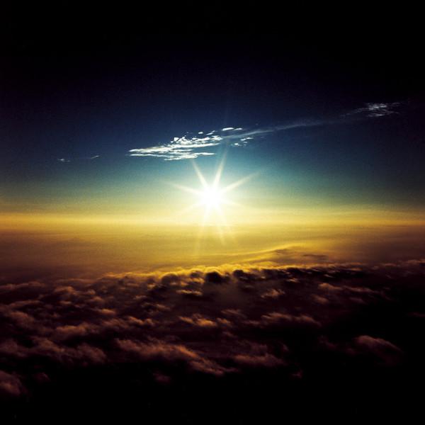 山内悠が標高3000メートルの富士山の山小屋で600日間滞在し撮り続けた息を飲むほど美しい夜明けの写真「夜明け-DAWN-」25