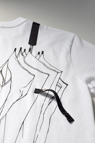 Tシャツブランド「シキサイ」の遊び心満載のTシャツ その2「傘」