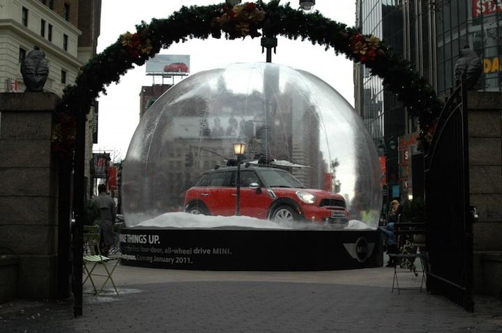 【世界の広告】スノードームに入ったMINIの広告4