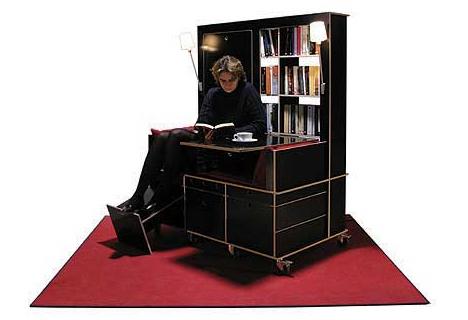 読書好きにはたまらない本棚と机とソファーが一体化になったソファー「Lese+Lebe」