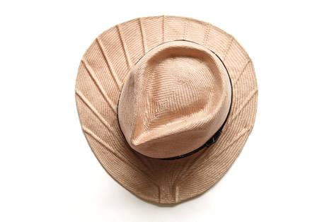 帽子のツバが団扇のカタチになっている麦わら帽子2