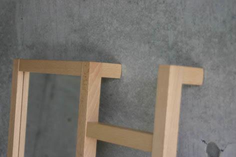 はしごと鏡が一体になった立て鏡2