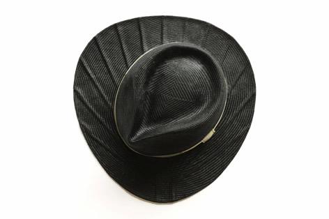 帽子のツバが団扇のカタチになっている麦わら帽子3