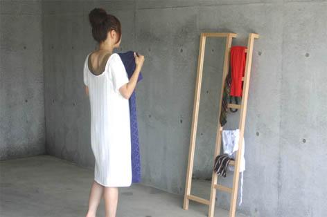 はしごと鏡が一体になった立て鏡3