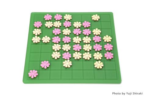 """白と黒ではなく、置く毎に花を咲かせるオセロ(リバーシ)""""garden""""4"""