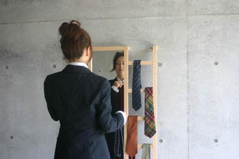 はしごと鏡が一体になった立て鏡5