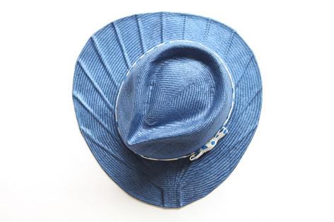 帽子のツバが団扇のカタチになっている麦わら帽子5