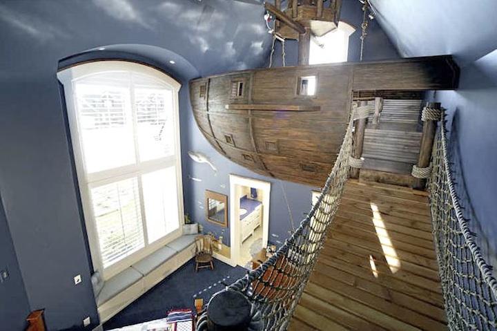まさかこれは飛空艇?気分は海賊。目指せワンピース!部屋の中に空飛ぶ海賊船がある家。6