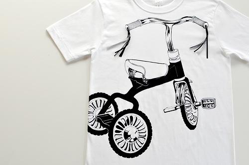 Tシャツブランド「シキサイ」の遊び心満載のTシャツ その2「三輪車」