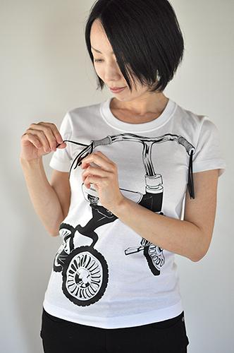 Tシャツブランド「シキサイ」の遊び心満載のTシャツ その2「三輪車」4