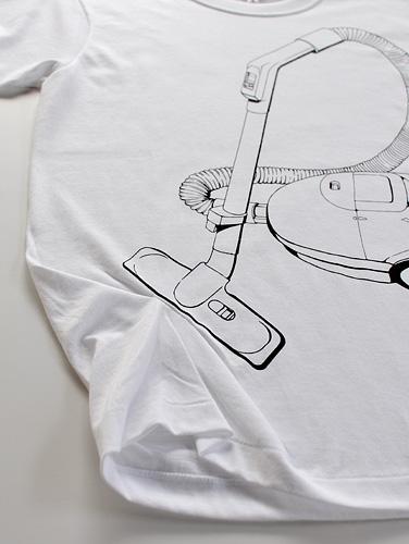 Tシャツブランド「シキサイ」の遊び心満載のTシャツ「掃除機」