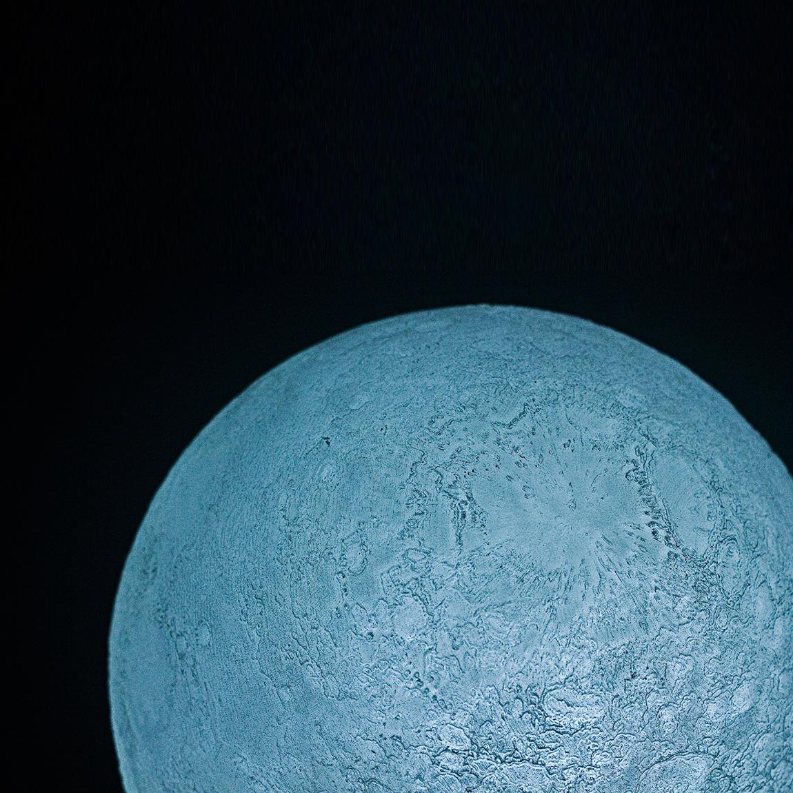 本物の月のようにさえみえる、リアルな月の照明3