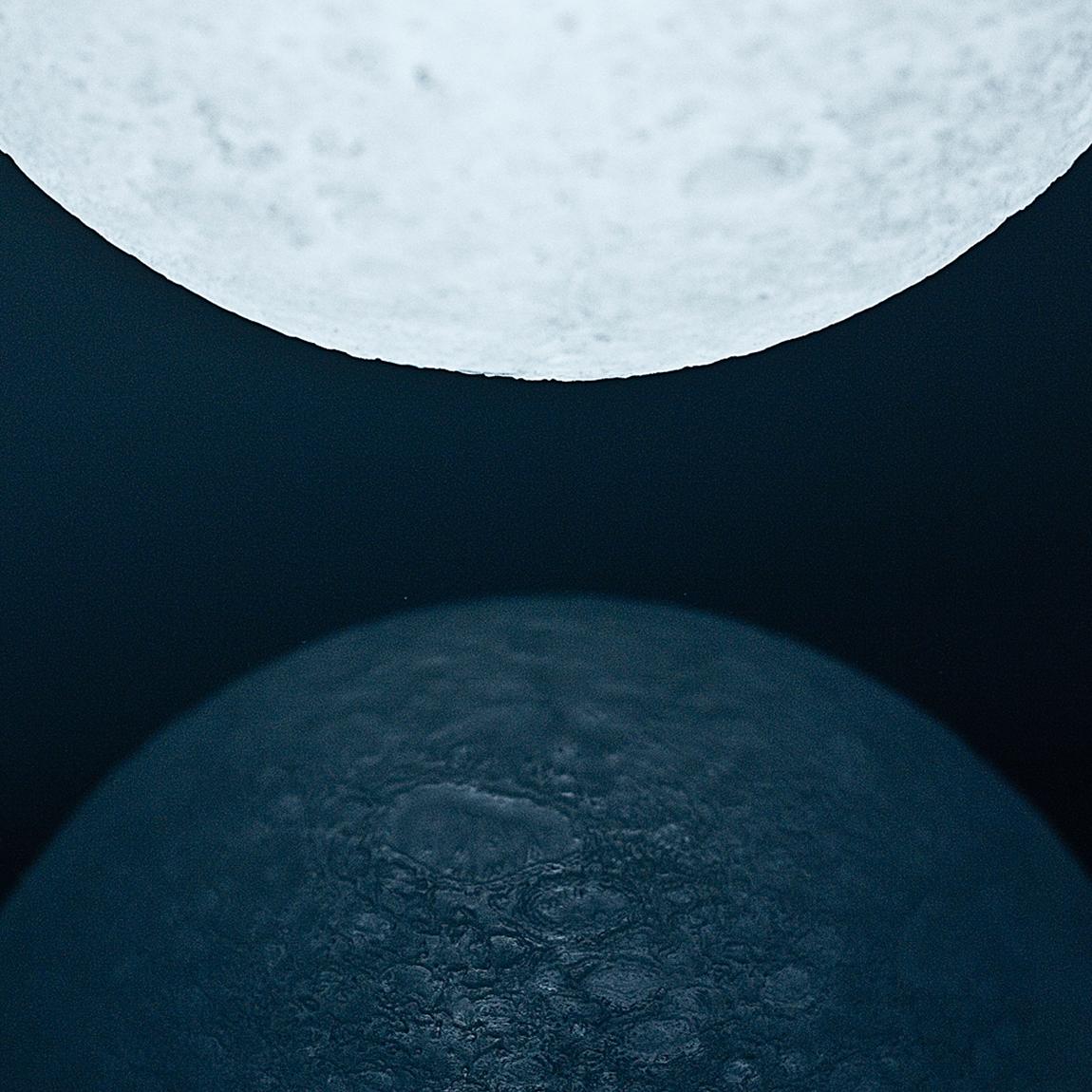 本物の月のようにさえみえる、リアルな月の照明4