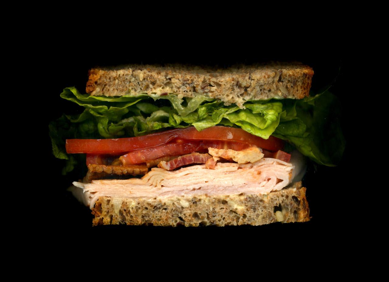 美味しそうなサンドウィッチの断面図6
