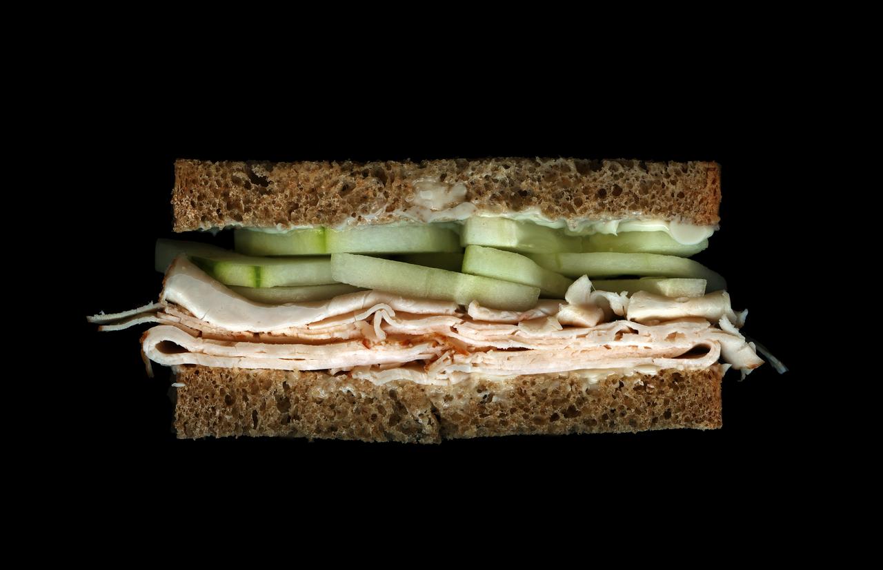 美味しそうなサンドウィッチの断面図3