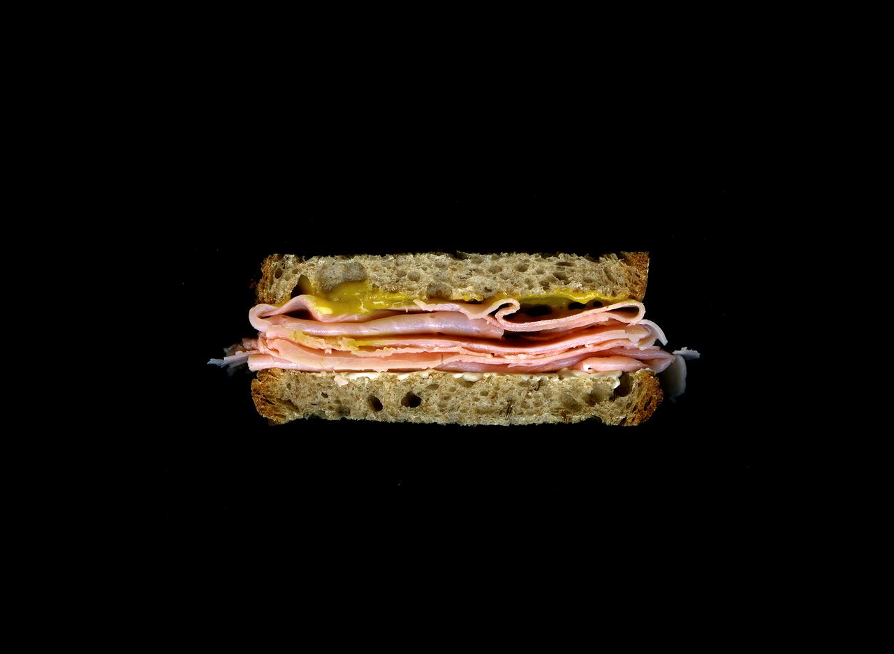 美味しそうなサンドウィッチの断面図