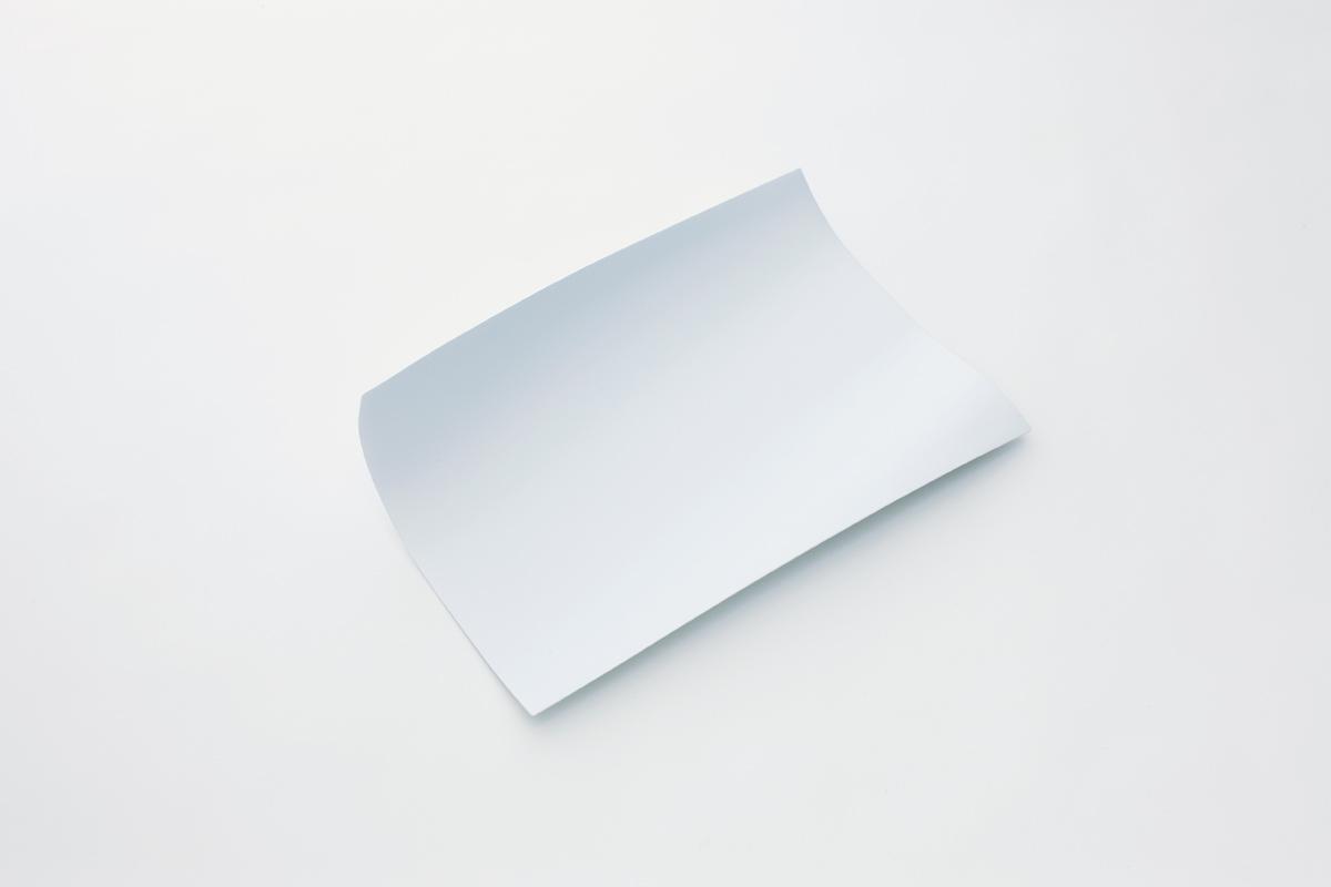 風で舞い上がる紙をモチーフにした壁掛け棚5