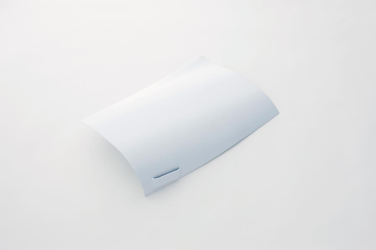風で舞い上がる紙をモチーフにした壁掛け棚6