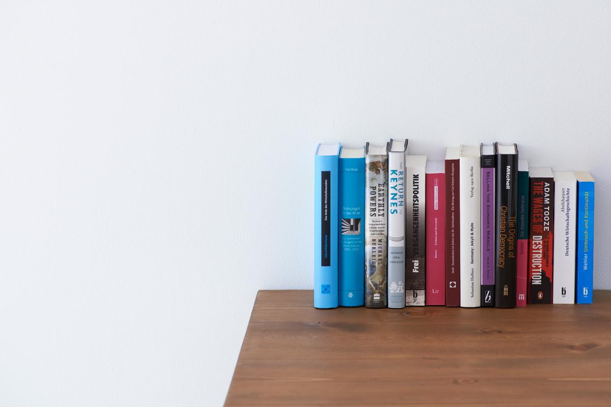 空中に本が置けるブックエンド1