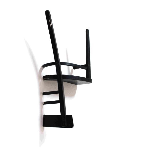 椅子を半分にして逆さまにしたハンガー1/2=1(Half = One)2