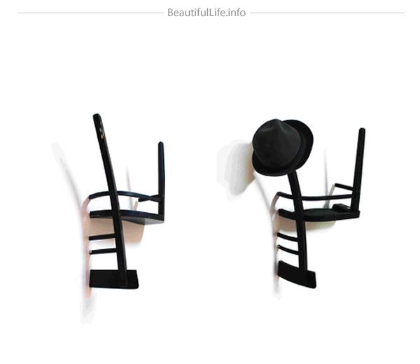 椅子を半分にして逆さまにしたハンガー1/2=1(Half = One)6