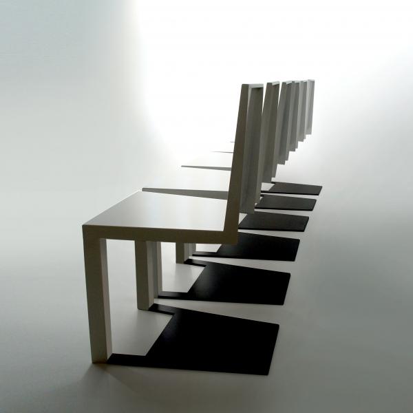 一瞬どうなっているのか目を疑ってしまう椅子「 Shadow Chair」3