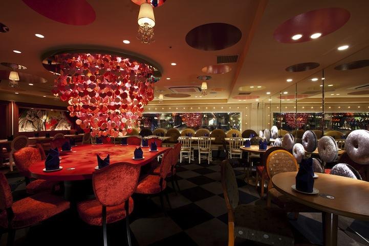 アリスインワンダーランド(不思議の国のアリス)の世界のレストラン4