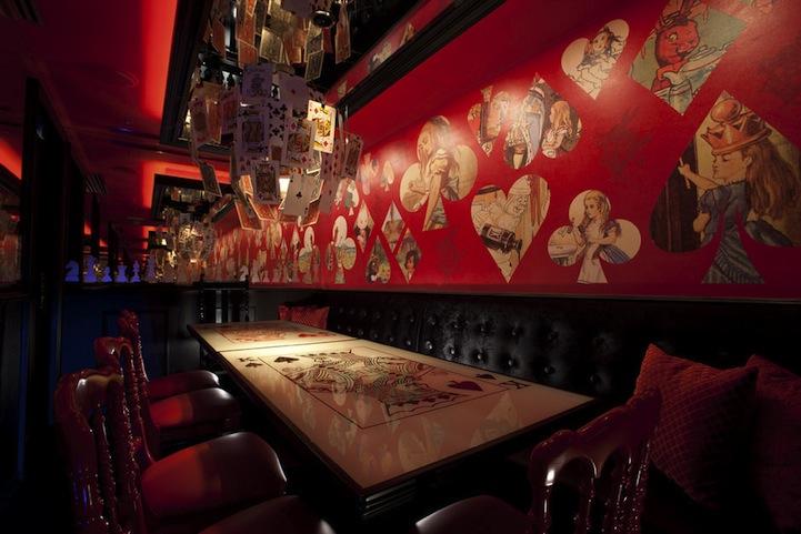 アリスインワンダーランド(不思議の国のアリス)の世界のレストラン1