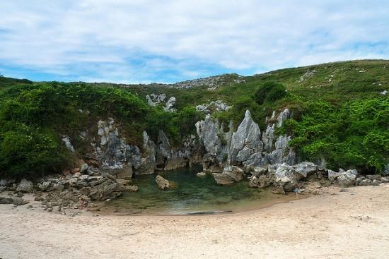 Gulpiyuri-Beach3-550x367