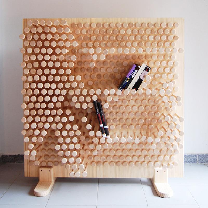 ピンを押し込むことで自由な形の棚をつくることが出来る棚「PINPRES」1
