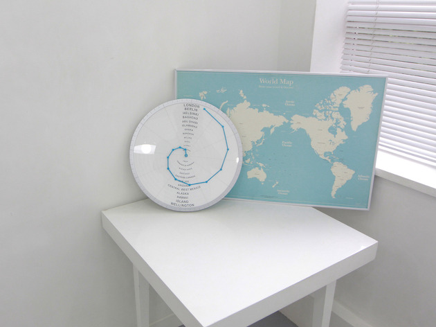 世界中の時間がわかる時計「Bent Hands : wall clock showing world times at the same time.」5