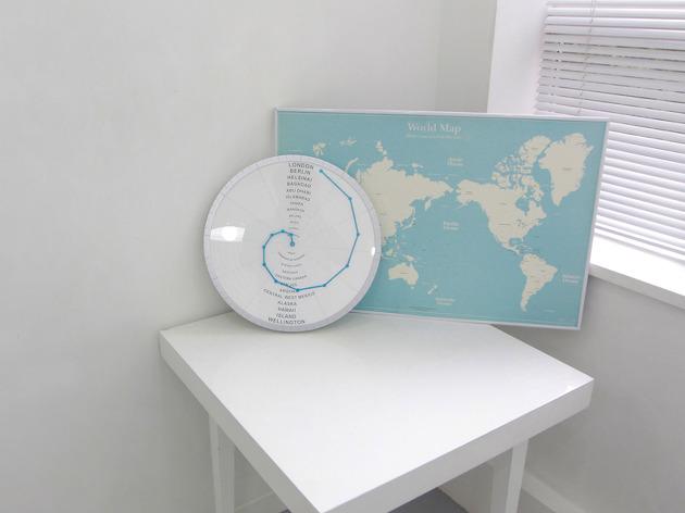 世界中の時間がわかる時計「Bent Hands : wall clock showing world times at the same time.」5