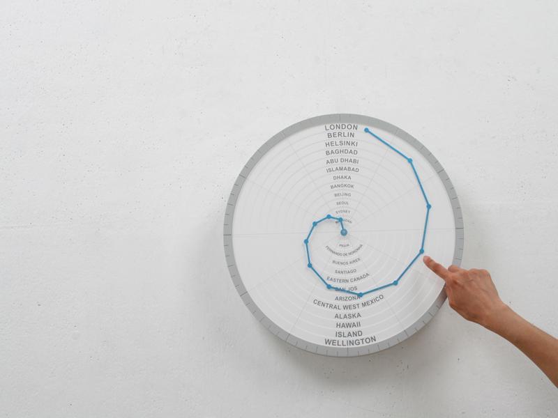 世界中の時間がわかる時計「Bent Hands : wall clock showing world times at the same time.」