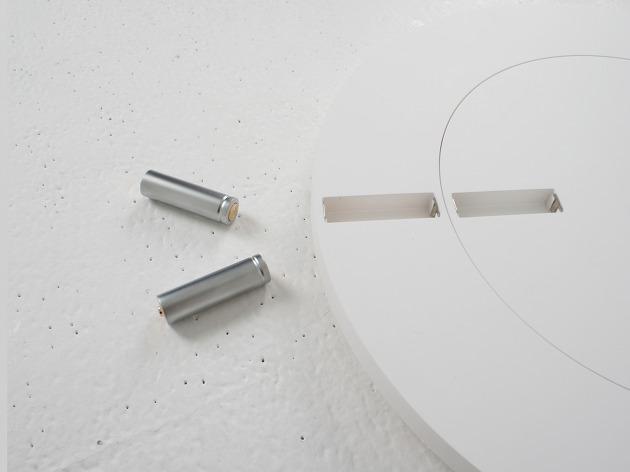 電池で秒針と分針をあらわす不思議な時計「Front & Back」5