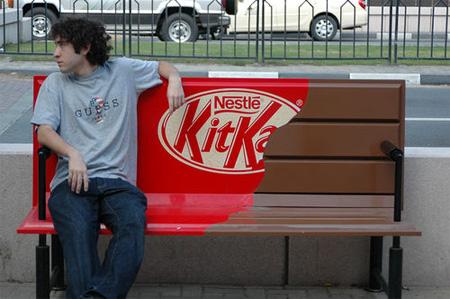 ベンチを使ったクリエイティブな広告7