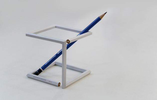 えんぴつがツイストすることでえんぴつたてになった作品「Twisted pencil」3