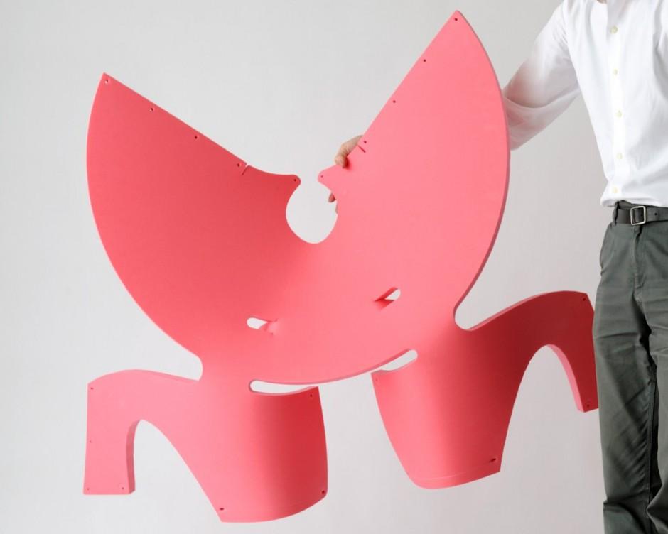 平面上の一枚の板を丸めてヒモで留めるだけで生まれるクリエイティブな椅子「EVA Chair For Kids」3