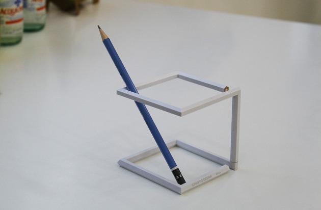 えんぴつがツイストすることでえんぴつたてになった作品「Twisted pencil」4