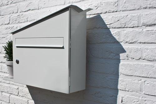 屋根をつたって水が入る植木鉢置き台がついている郵便受け「GREEN MAILBOX」4