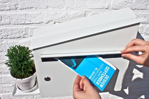 屋根をつたって水が入る植木鉢置き台がついている郵便受け「GREEN MAILBOX」6