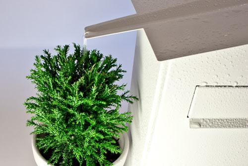 屋根をつたって水が入る植木鉢置き台がついている郵便受け「GREEN MAILBOX」8