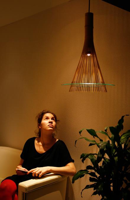 一本の竹でつくられた、竹取の翁を連想させる家具 KAGUA カグア(LED照明器具)4