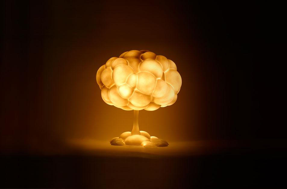 現在、地球上にある23,000発の核兵器撤廃を願ったランプ「Mushroom Lamp」