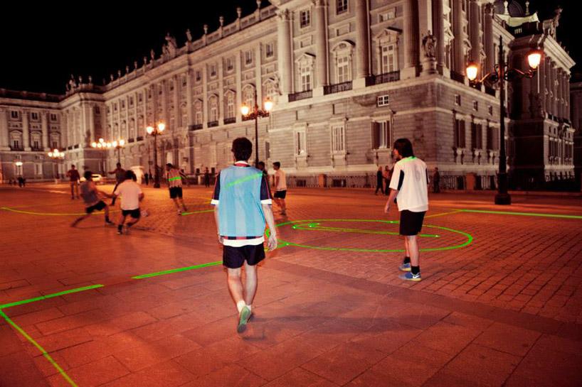 nike-laser-soccer-field-designboom02