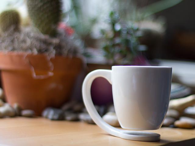 カップの部分が浮いているマグカップ