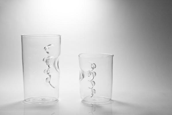グラスの中に手を入れるグラス7